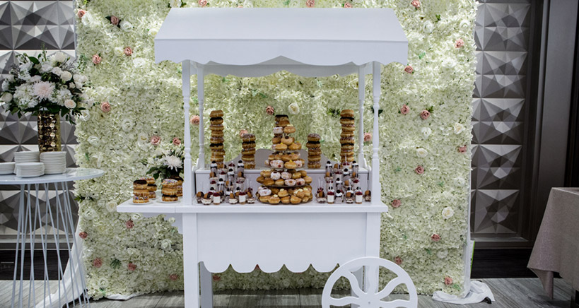 Donut bars for wedding desserts