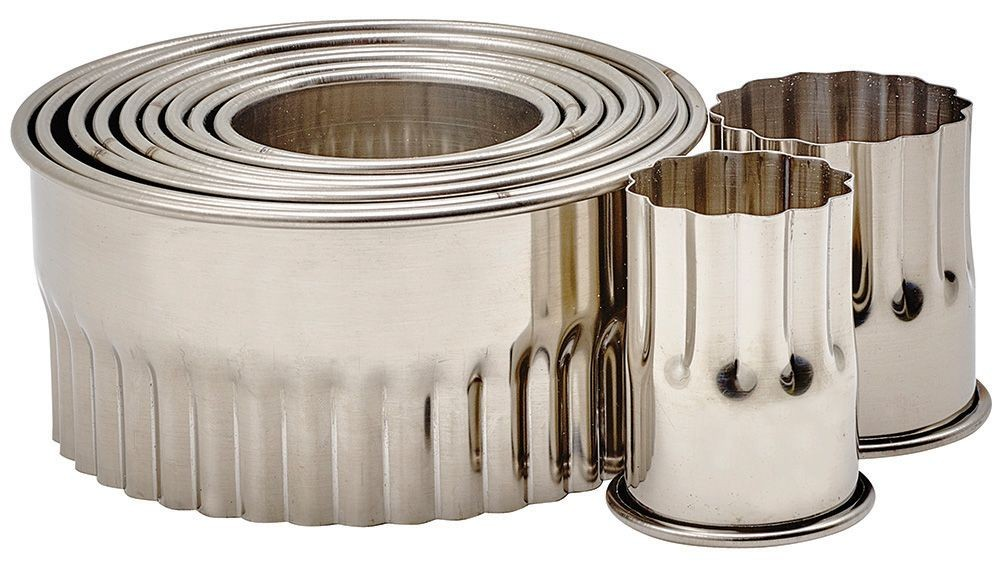 "Winco CST-12 11-Piece Fluted Round Stainless Steel Cookie Cutter Set 2""H"