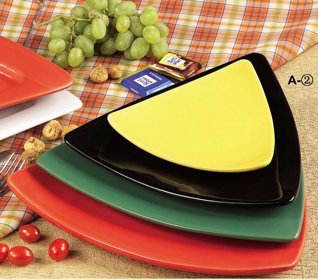 CAC China TRG-16BK Festiware Triangle Flat Plate, Black, 10 1/2""